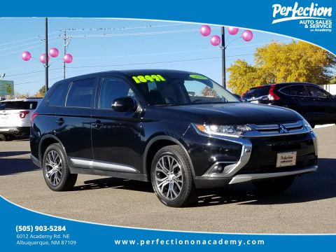 Pre-Owned 2017 Mitsubishi Outlander  4WD